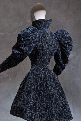 Attributed to Jacques Doucet, jacket belonging to Cléo de Mérode, 1898-1900, silk velvet
