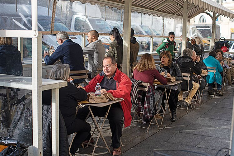 Customers seated in the outdoor section of the Pescheria