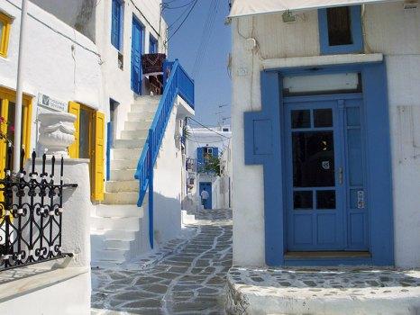 Walking in Mykonos town