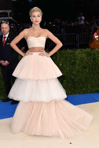 Hailey Baldwin in Carolina Herrera