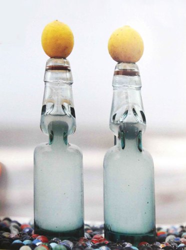 A banta or marble plugs the bottles that open with a pop