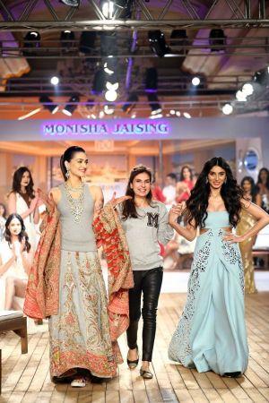 Kriti Sanon and Pernia Qureshi for Monisha Jaising