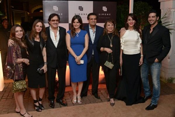 Malaika Khan, Sussanne Khan, Sanjay Khan, Simone and Ajay Arora, Zarine Khan, Farah Khan Ali and Zayed Khan