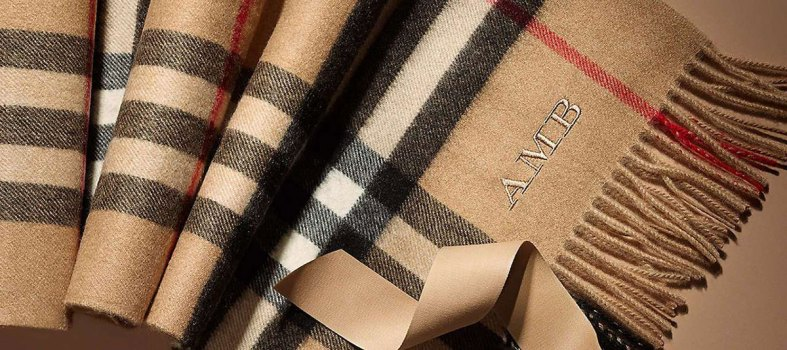 Monogrammable classic scarf from Burberry
