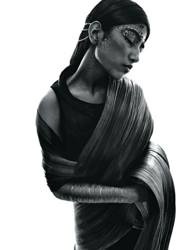 Metal wire sari and crop top, both by Rimzim Dadu.