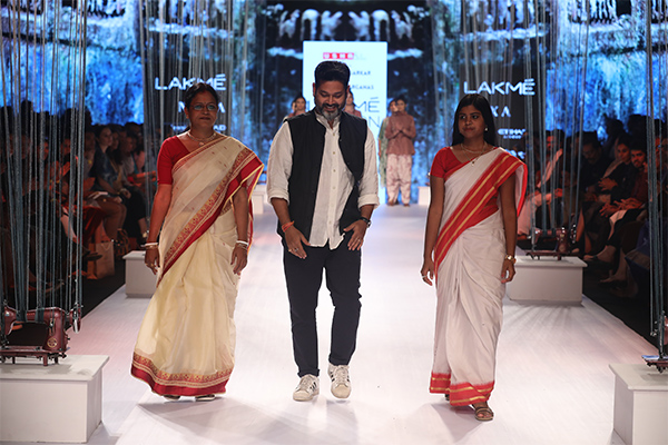 Artisans, Clothes, Collection, Design, Designers, Featured, karigars, Lakme Fashion Week, Lakmé Fashion Week Summer Resort 2018, Mastikari, Online Exclusive, Sayantan Sarkar, social issues, Usha Silai Project, Usha Silai School, West Bengal, Women Empowerment