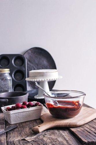 Vanilla cake with dark chocolate ganache and cherries