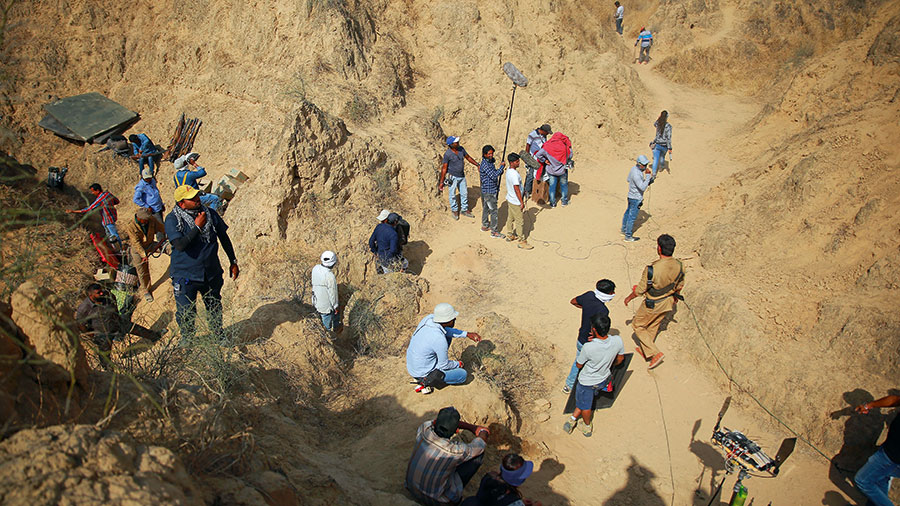 The crew at work in a ravine, Sonchiriya, Chambal valley