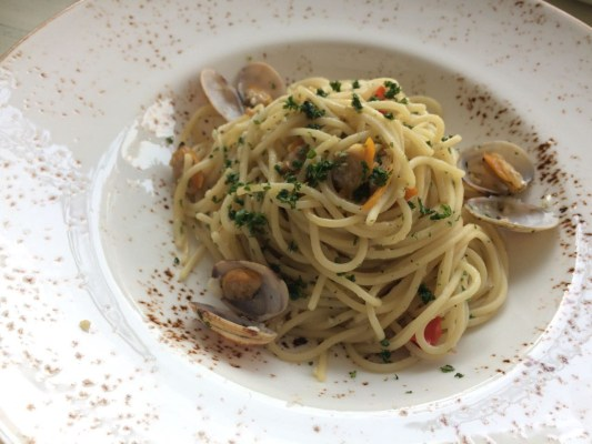 Spaghetti Vongole Clams in white wine and hot peppers