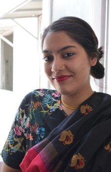Tanisha Choudhury paired her sari with a floral crop top and a cool nose ring