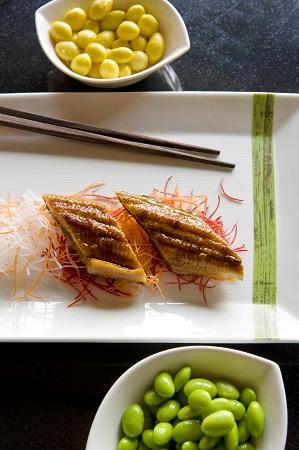 Unagi sushi, fish roe