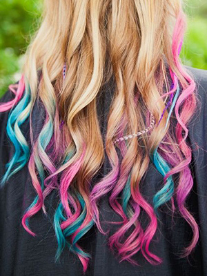 Hair Chalk: Party hopping is incomplete without these tie-n-dye streaks