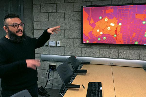 Salvatore Iaconesci explaining his Human Ecosystems New Haven project, Parmesh's Viewfinder