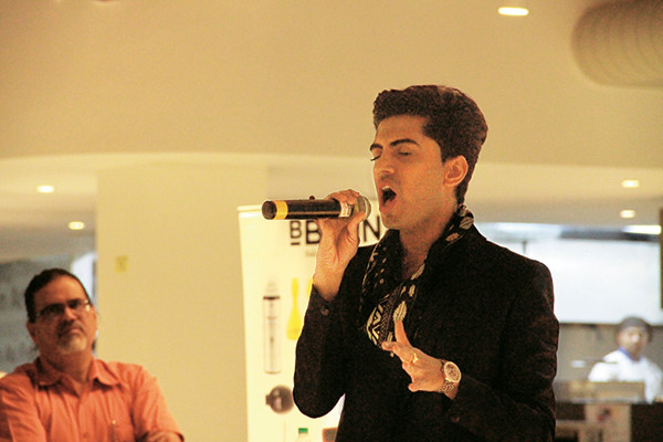 Sushant Divgikar performing at the Godrej India Culture Lab while his father Pradeep looks on, Parmesh's Viewfinder, Parmesh Shahani