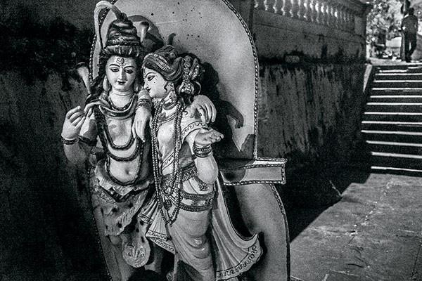 Santanu Chakraborty, Death and Deliverance in Kolkata