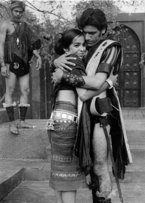 Suryamukh by Lakshmi Narain Lal. Dir. E.Alkazi, Om Puri as Pradyumna, Rohini Oka as Maid. NSD, New Delhi, 1972
