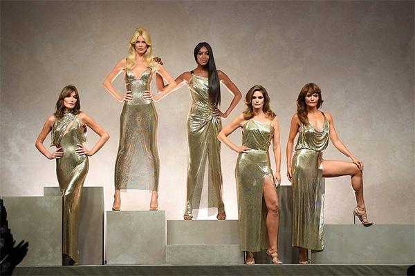Milan Fashion Week, 2018, Spring, MFW, Fashion, Style, Ready To Wear, Versace, Carla Bruni, Claudia Schiffer, Naomi Campbell, Cindy Crawford, Helena Christensen