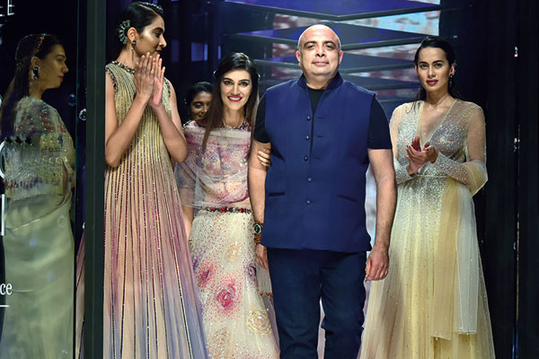 Fashion, Tarun Tahiliani at Lakmé Fashion Week Spring Summer 2018