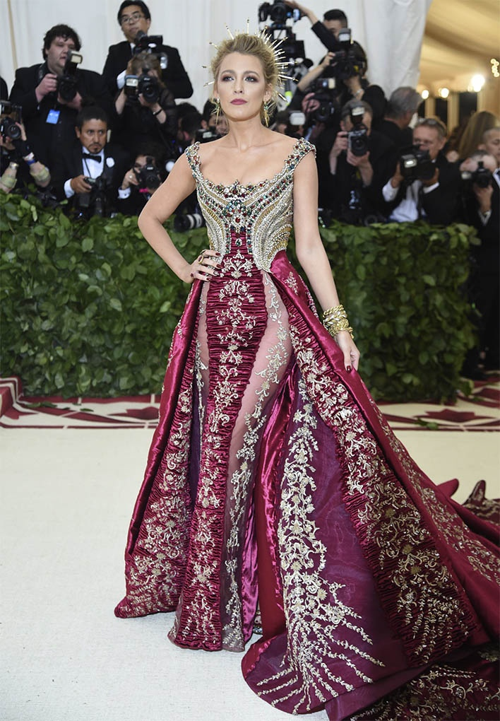 Catholic, Catholicism, Designers, Fashion, Fashion's Biggest Night Out, Heavenly Bodies: Fashion and the Catholic Imagination, Hollywood, Mat Gala, Met Ball, Met Ball 2018, Met Gala 2018, Metropolitan Museum of Art's Costume Institute Gala, Metropolitan Museum of Art's Costume Institute Gala 2018, Papal, Religion, Style, The Vatican, Vestments, Blake Lively, Atelier Versace
