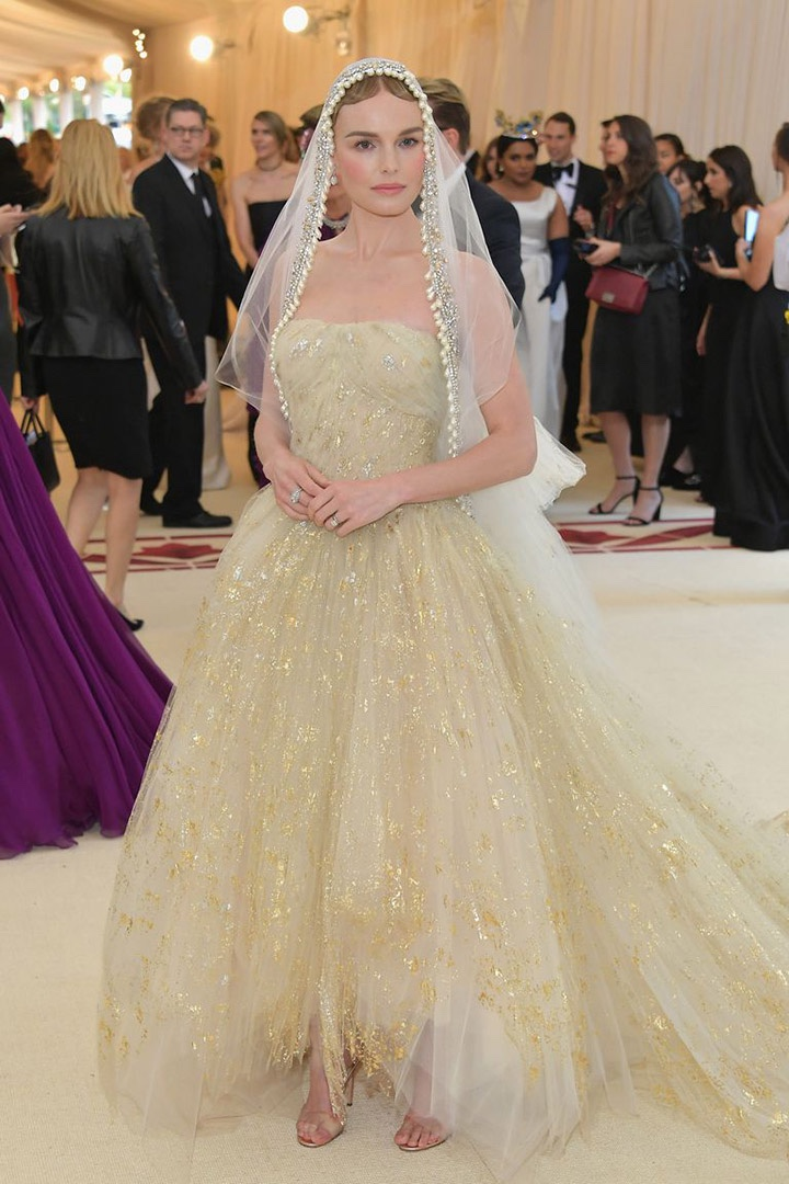 Catholic, Catholicism, Designers, Fashion, Fashion's Biggest Night Out, Heavenly Bodies: Fashion and the Catholic Imagination, Hollywood, Mat Gala, Met Ball, Met Ball 2018, Met Gala 2018, Metropolitan Museum of Art's Costume Institute Gala, Metropolitan Museum of Art's Costume Institute Gala 2018, Papal, Religion, Style, The Vatican, Vestments, Kate Bosworth, Oscar de la Renta