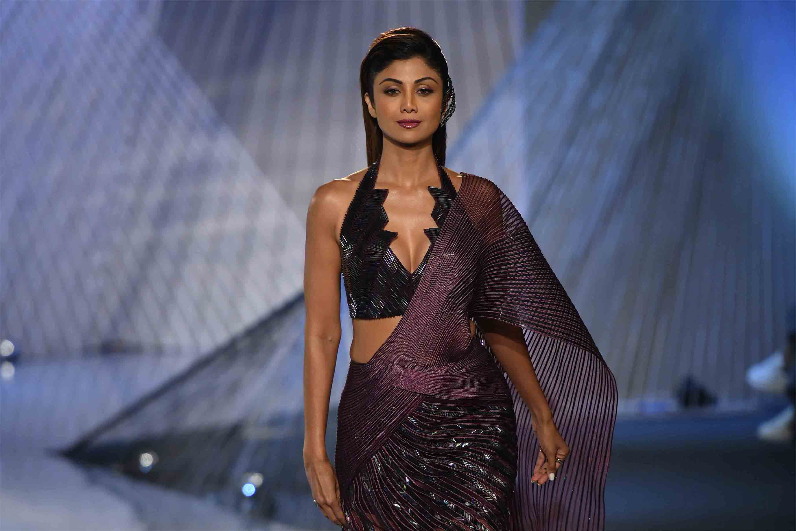 Amit Aggarwal, Couture, Fashion, Featured, India Couture Week, India Couture Week 2018, Online Exclusive, Shilpa Shetty Kundra, Style, Suneet Varma