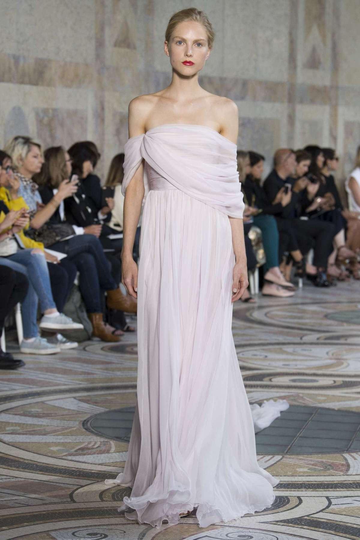 98307e4a6009 Sposa perfetta  gli stili e le le linee per l abito da sposa dei ...