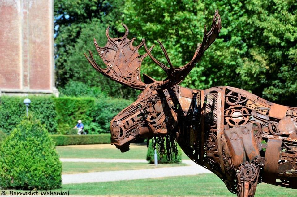 Kunstige eland in het park.