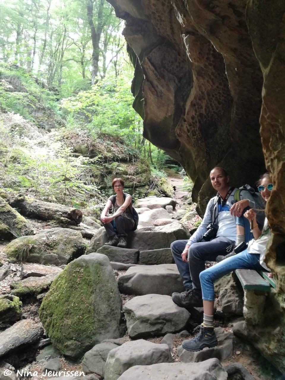 Even wachten op Stef die zichzelf verliest in het fotograferen van de rotsen.