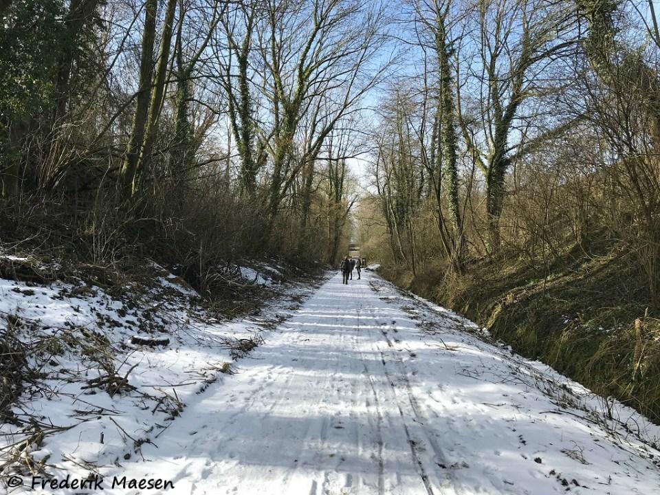 sneeuw en ijs op het oude fruitspoor