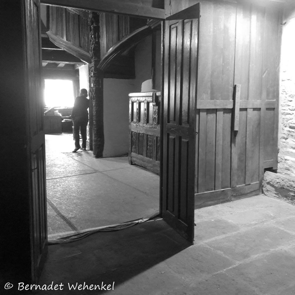 Interieur van het lantaarnhuis in Morlaix met rechts de goot die door het huis loopt.