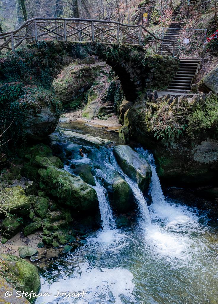 Schiessentümpel-waterval op de Zwarte Ernz.