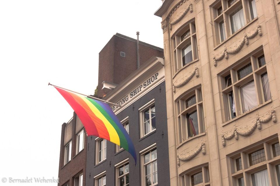 Vlag aan de Dejong Ship Shop.