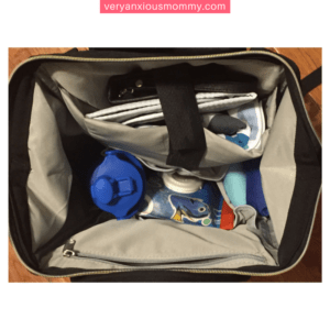 Packing a diaper bag is serious business! Here's a complete list of all the things you need in your diaper bag! A great check list for moms-to-be! Diaper Bag for you and your baby. cloth diaper bag. Great tips on what you actually need. A complete list of diaper bag essentials. What to Pack in a Diaper Bag: How to Pack One Like a Pro
