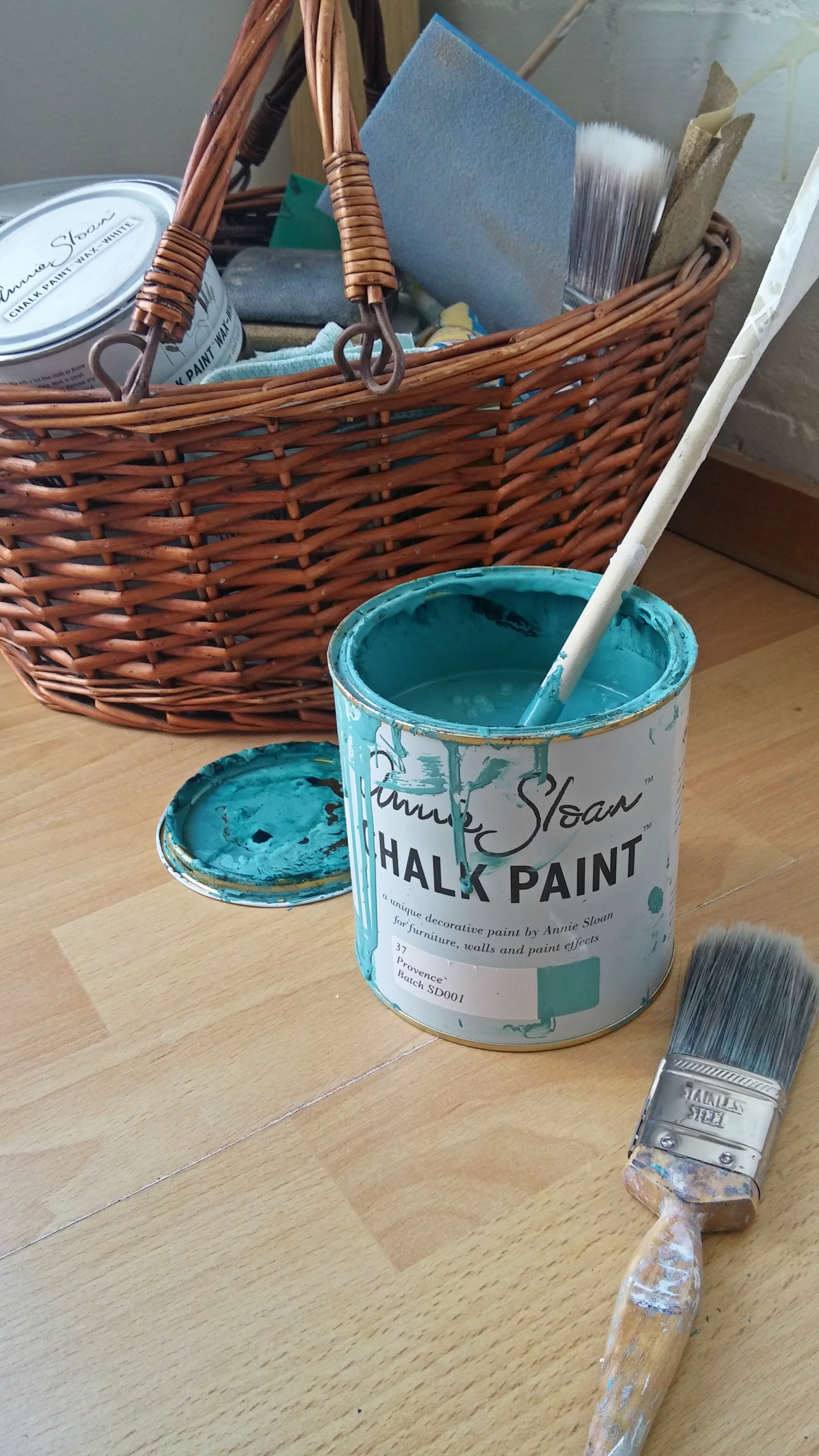 Paint Ikea furniture with chalk paint - easy DIY guide