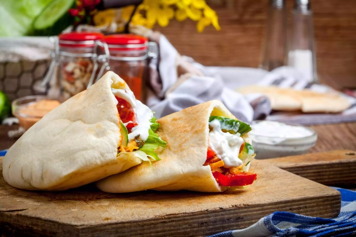 Fried chicken meat with vegetables in pita bread