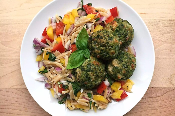 spinach and turkey meatballs with vegetable orzo