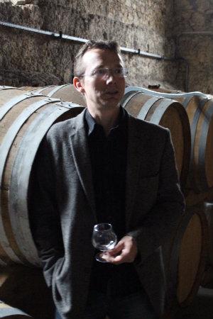 Jacques Hauller dans les chais du Château de Gensac
