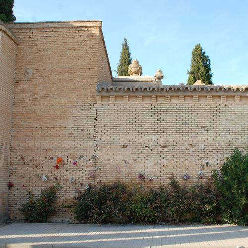 Tapia-trasera-del-cementerio-municipal-de-Zaragoza