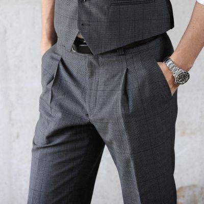 pantaloni eleganti uomo piega e pence