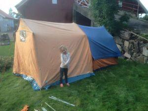 """Raymond Gürgens PedersenNorsk Veteran Camping (NVC) I dag fikk vi testet ut teltet, """"kjøkkendelen"""" er dessverre litt dårligere stand enn teltet. Men utrolig nok dukket hver del opp med 4 måneders mellomrom :) Ei som gleder seg til og prøve det ut gitt :)"""