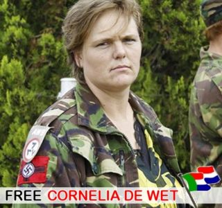 """AVB bandera nazi en el hombro. Ella fue cómplice en el asesinato de granjeros blancos con el fin de culpar a los sudafricanos negros y lograr apoyo para el """"movimiento genocidio blanco."""""""