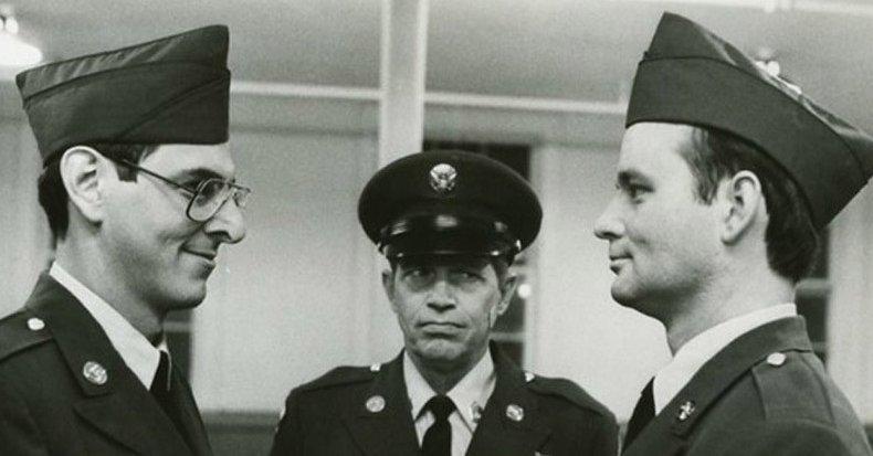Era el apogeo de la Guerra Fría.  El presidente de Estados Unidos Ronald Reagan había estado en el cargo durante menos de seis meses, cuando una nueva comedia en libertad el 26 de junio de 1981, realizado por Bill Murray una estrella de cine, la diversión del Ejército, y ...
