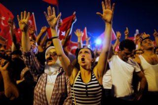 El público sabrá ahora el poder que mantiene durante un golpe si se lleva a las calles