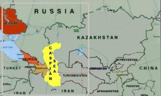 """Podría ser el conflicto regional sobre el aceite?  Debido a la inestabilidad en el Golfo Pérsico, Cheney y sus compañeros petroleros se centraron en otra importante fuente mundial de petróleo - el Mar Caspio.  Sus ricos recursos de petróleo y gas se estiman en $ 4 billones para el US News and World Report.  El Instituto Americano del Petróleo con sede en Washington, la voz de las grandes compañías petroleras de Estados Unidos, llamada la región del Caspio """", el área de mayor potencial de recursos fuera del Medio Oriente.""""  Cheney a una manada de ejecutivos de la industria del petróleo en 1998, """"No puedo pensar en un momento en el que hemos tenido una región emergen como repente llegar a ser tan estratégicamente importante como el Caspio."""""""