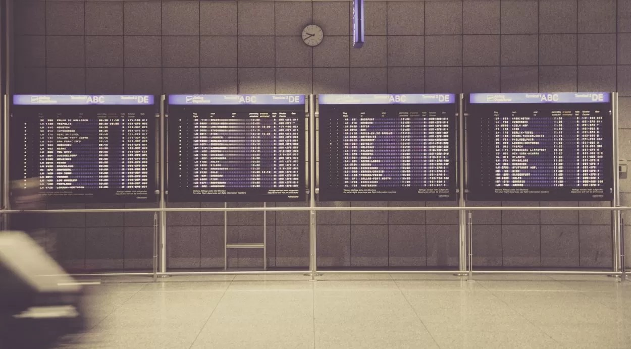 airport-594208_1920