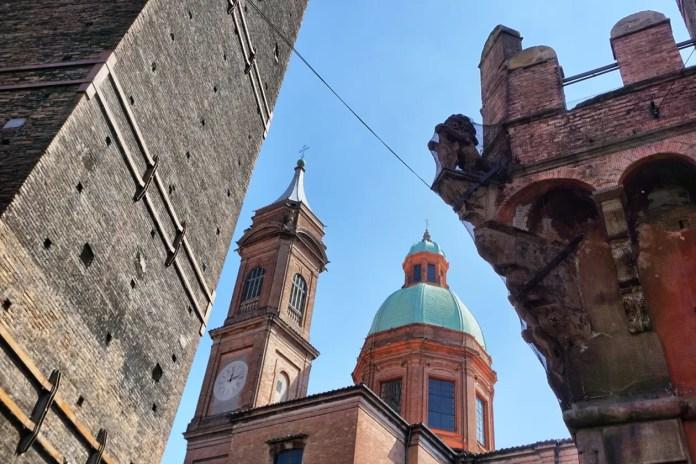 bologna in italie torens