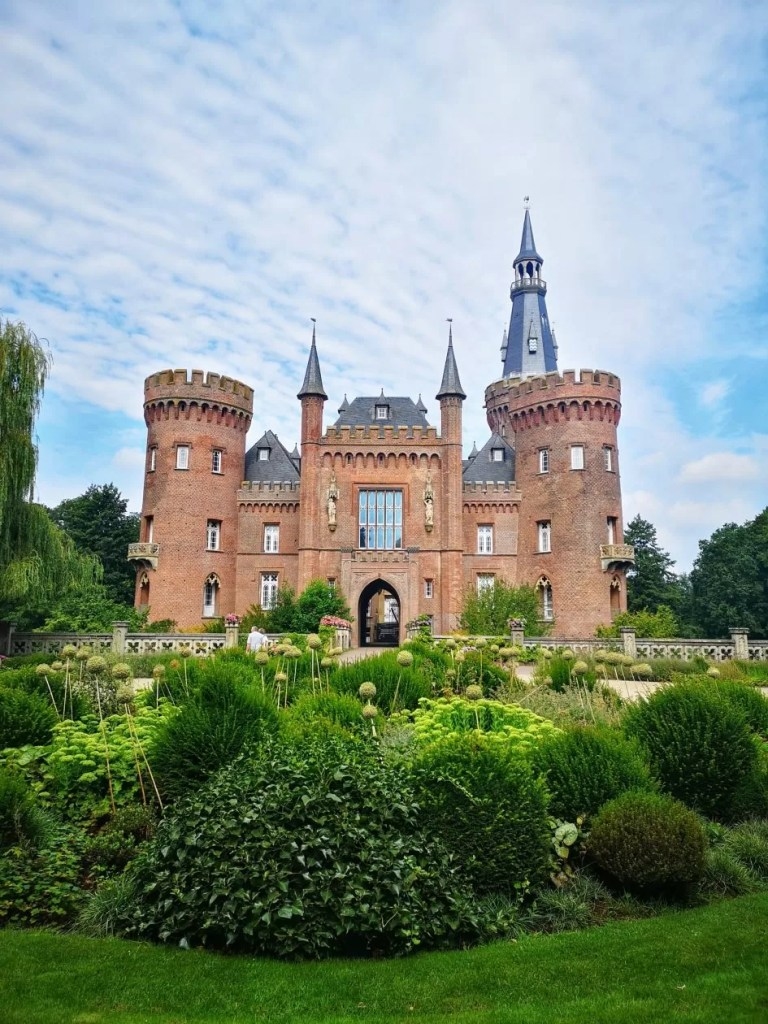 schloss moyland roadtrip door duitsland