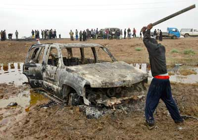 Coche de los 8 agentes del CNI asesinados en Irak