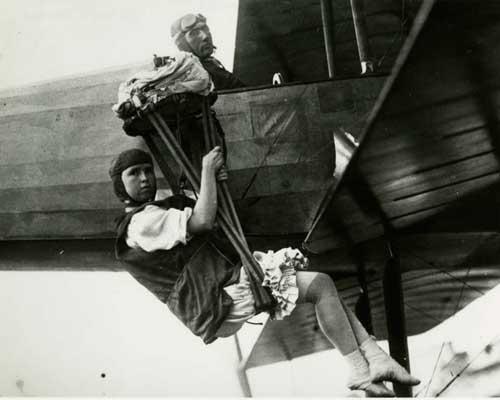 La primera mujer paracaidista Georgia Tiny