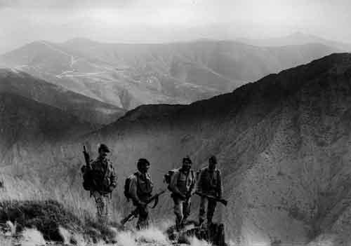 Guerrilleros de las COE en el monte